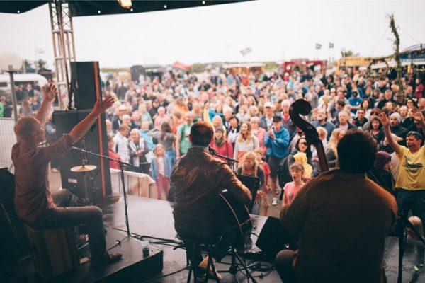 midsummer_bulli_festival_-©_phil_schreyer_335_MUSIKPRGRAMM_URBAN-BEACH_-